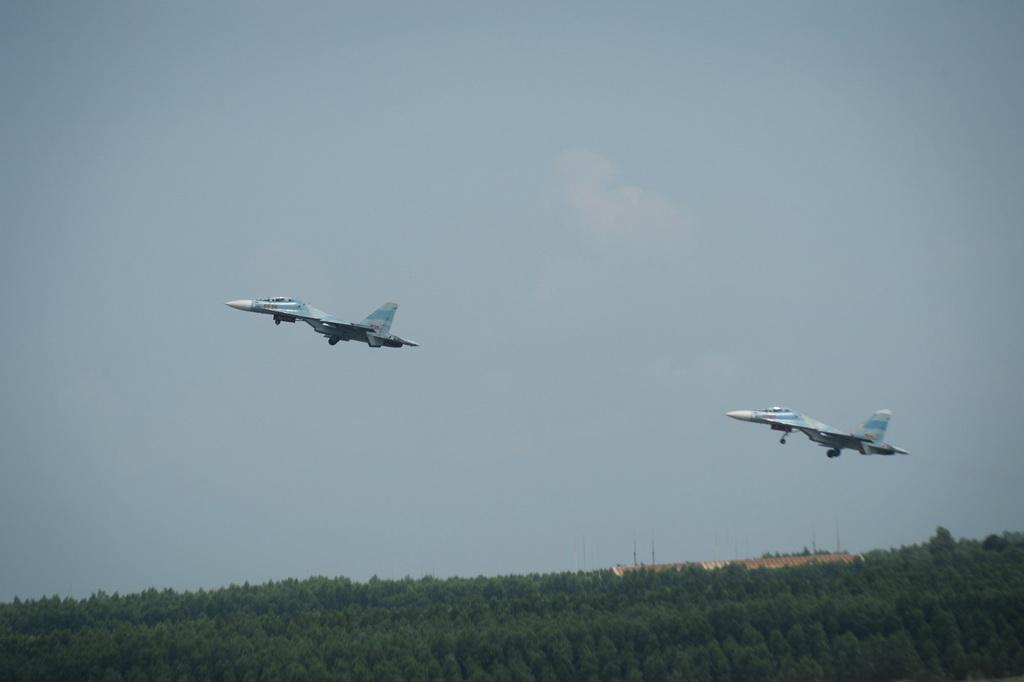 Các bài tập bay với Su30Mk2 diễn ra hằng tuần và nhiều giờ liền trong buổi sáng hoặc đêm.