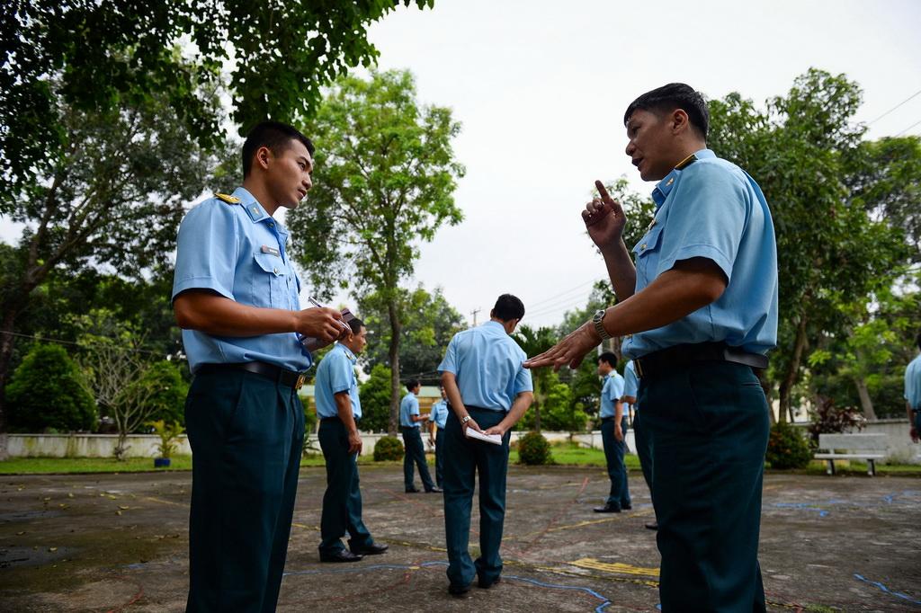 Phi công học trước hết là để đảm bảo sinh mạng cho mình nên tinh thần học cực kỳ nghiêm túc.