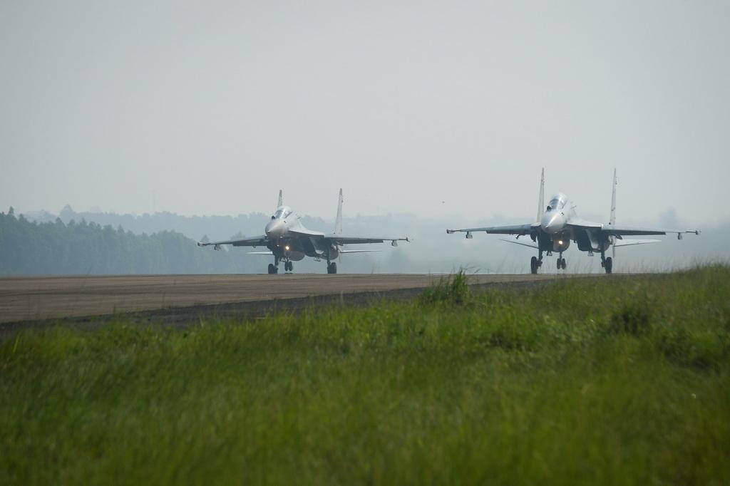 Hai máy bay Su30Mk2 xuất kích thực hành bài tập bay đôi.