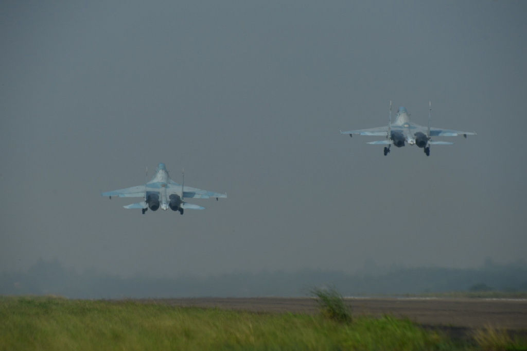 Bài tập bay đôi dành cho các phi công đã bay nhuần nhuyễn, đòi hỏi các phi công phải bản lĩnh và thao tác bay chính xác tuyệt đối.