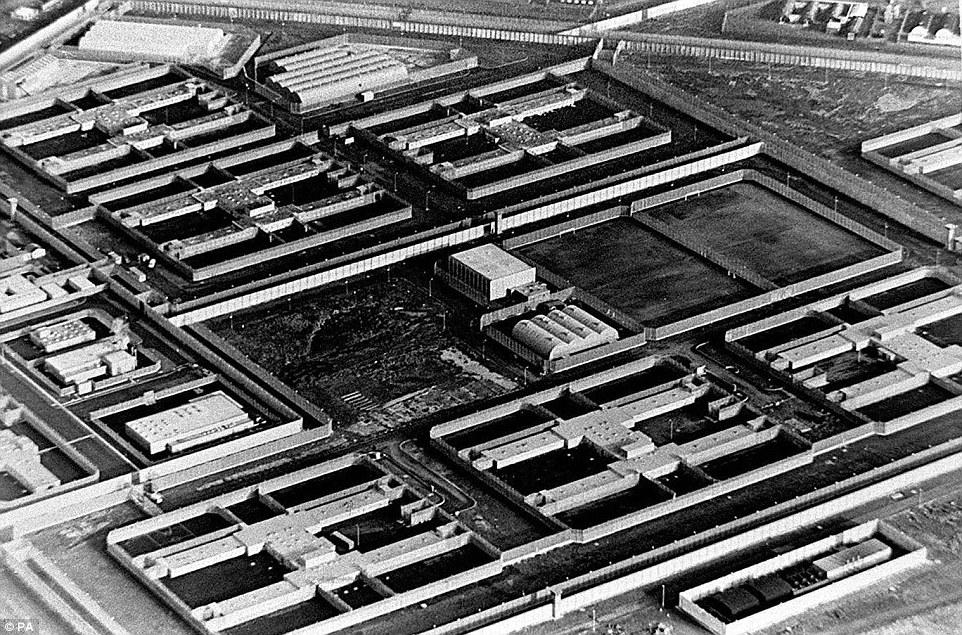Trại tập trung bí mật của Anh ở Bắc Ireland