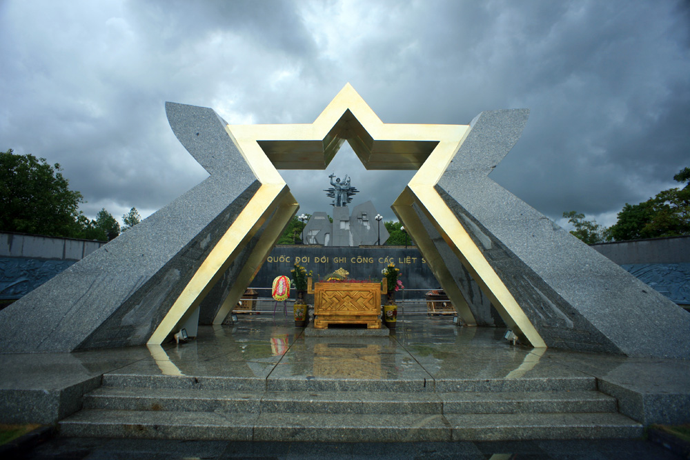 Chùm ảnh: Về thăm Nghĩa trang liệt sỹ Quốc gia Đường 9