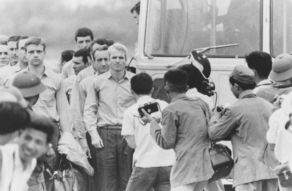 John McCain Hanoi 09 - Chùm ảnh: Phi công John McCain – những tháng ngày ở Hà Nội
