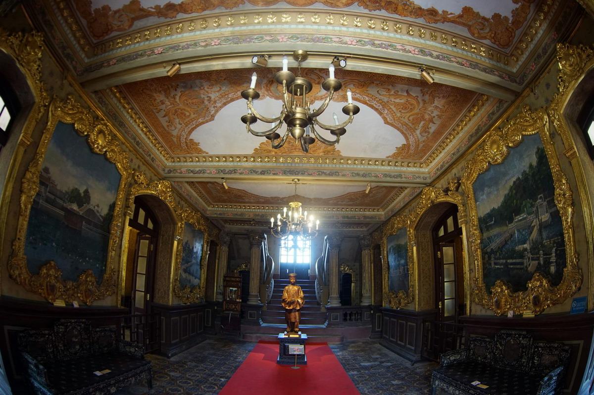 Chùm ảnh: Những bức tranh tường có 1-0-2 ở cung điện của vua Khải Định