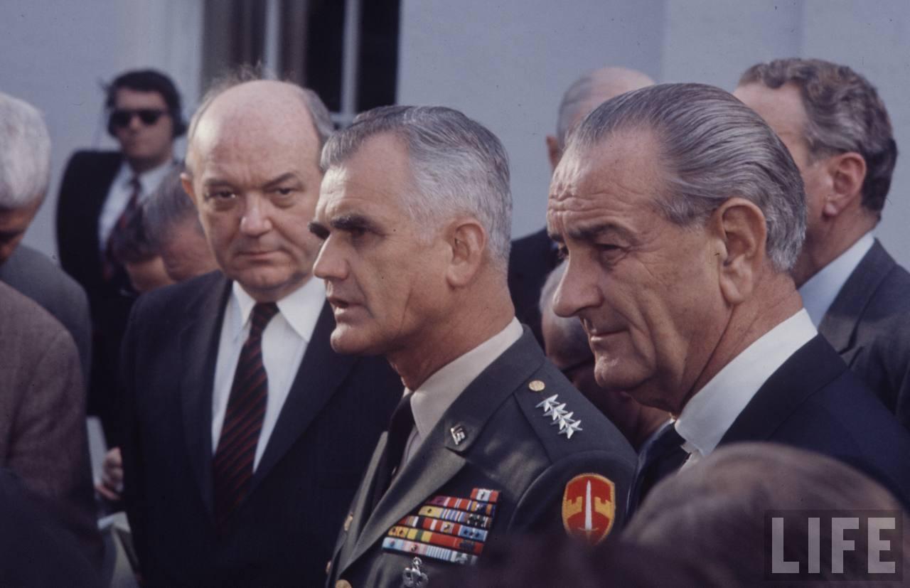 Johnson, Westmoreland và chiến tranh Việt Nam