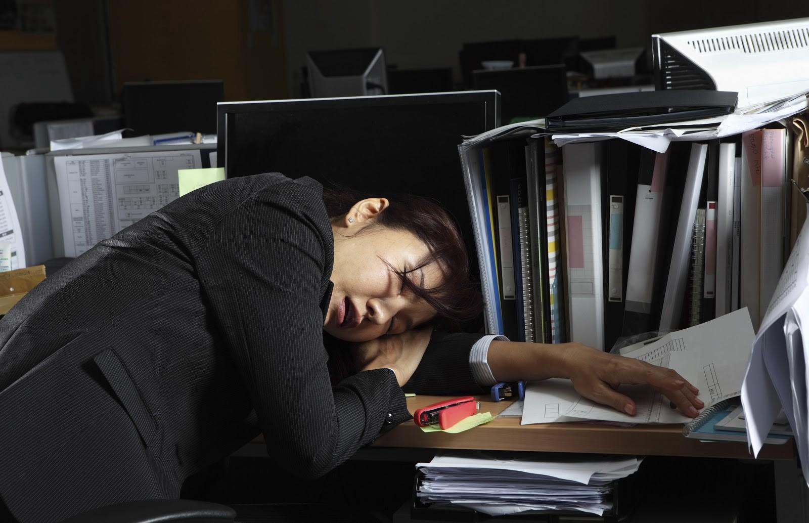 Vì sao nhiều người Nhật lăn ra chết khi đang làm việc?