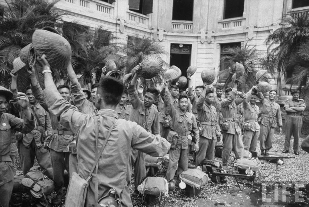 Ngày giải phóng Thủ đô 10/10/1954 qua 50 bức ảnh của tạp chí Life