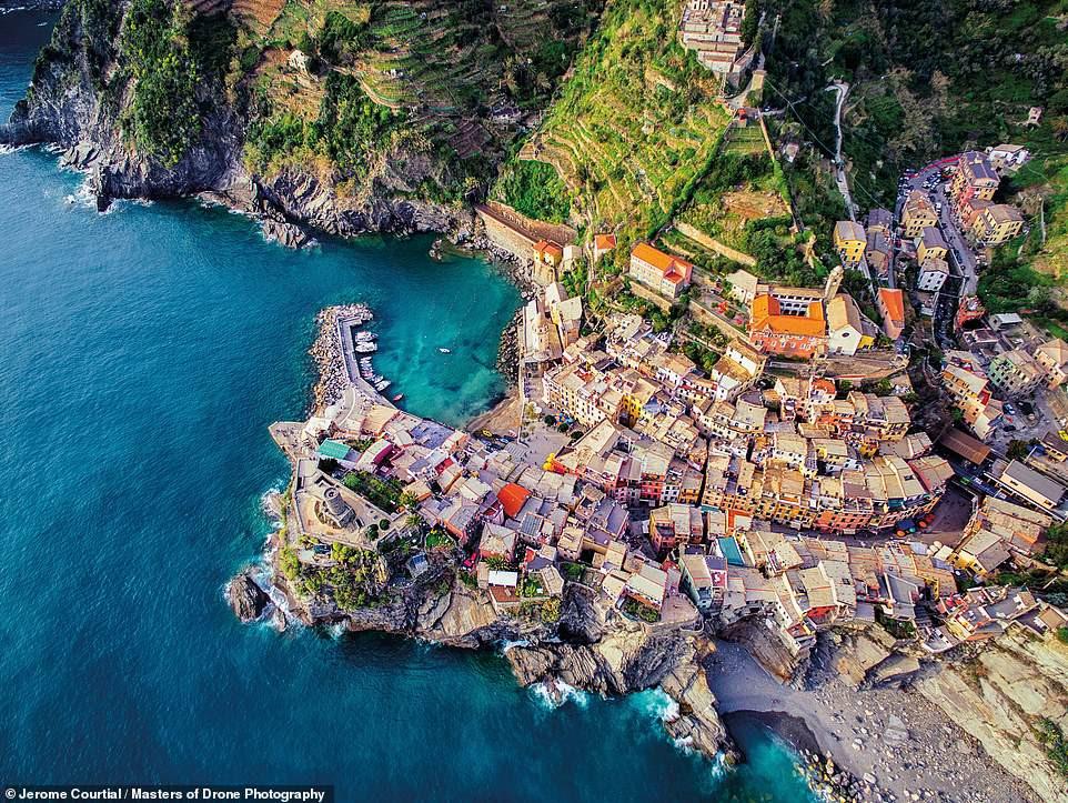 Chùm ảnh: Khung cảnh kỳ vĩ, tươi đẹp của thế giới nhìn từ trên cao