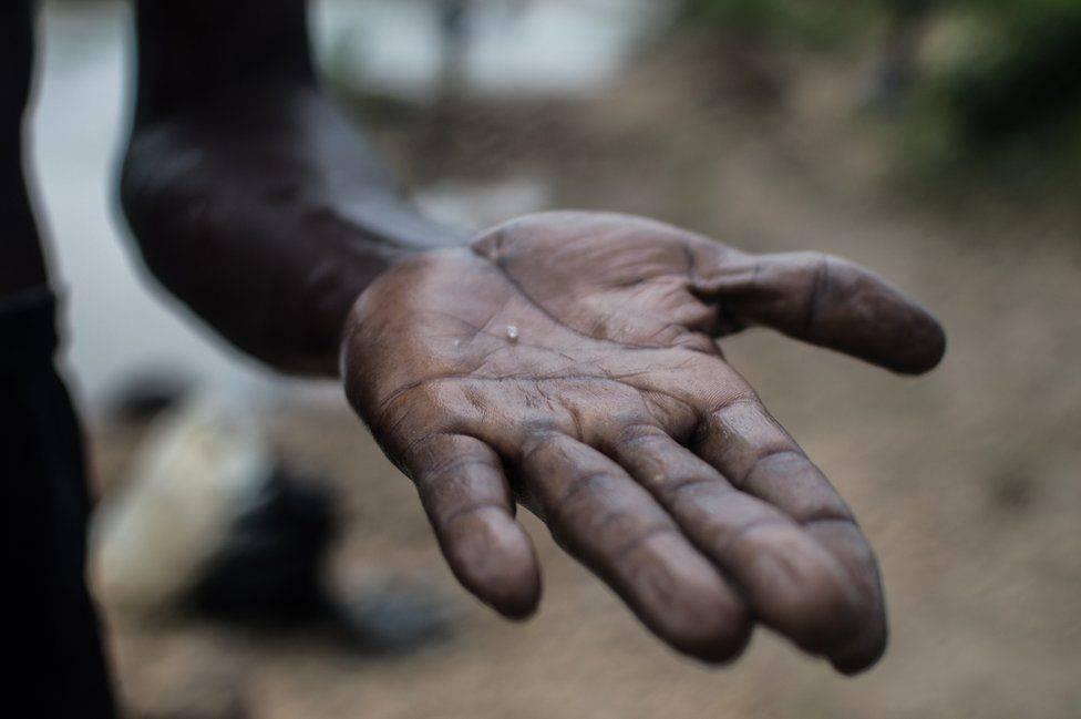 Chùm ảnh: Nghề 'săn' kim cương ở Sierra Leone
