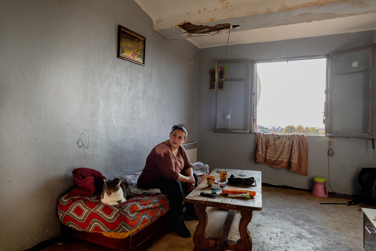 Chùm ảnh: Cuộc sống chật vật trong chung cư ổ chuột ở Pháp