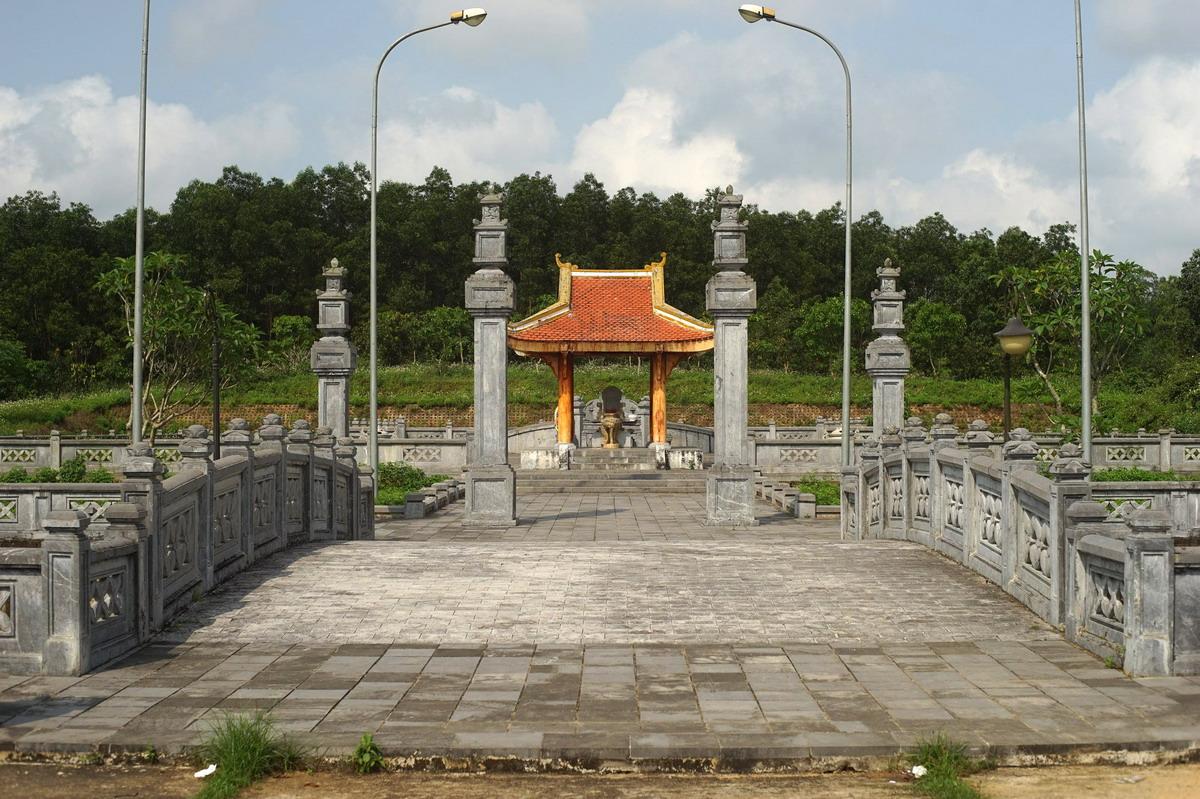 Chùm ảnh: Thăm lăng mộ của danh tướng Nguyễn Hữu Cảnh