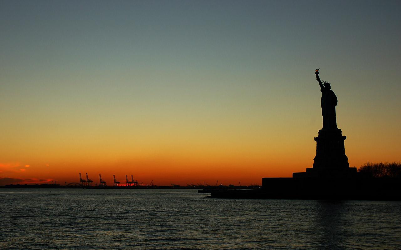 Chuyên gia Mỹ nói về sự đổ vỡ của nền dân chủ Mỹ