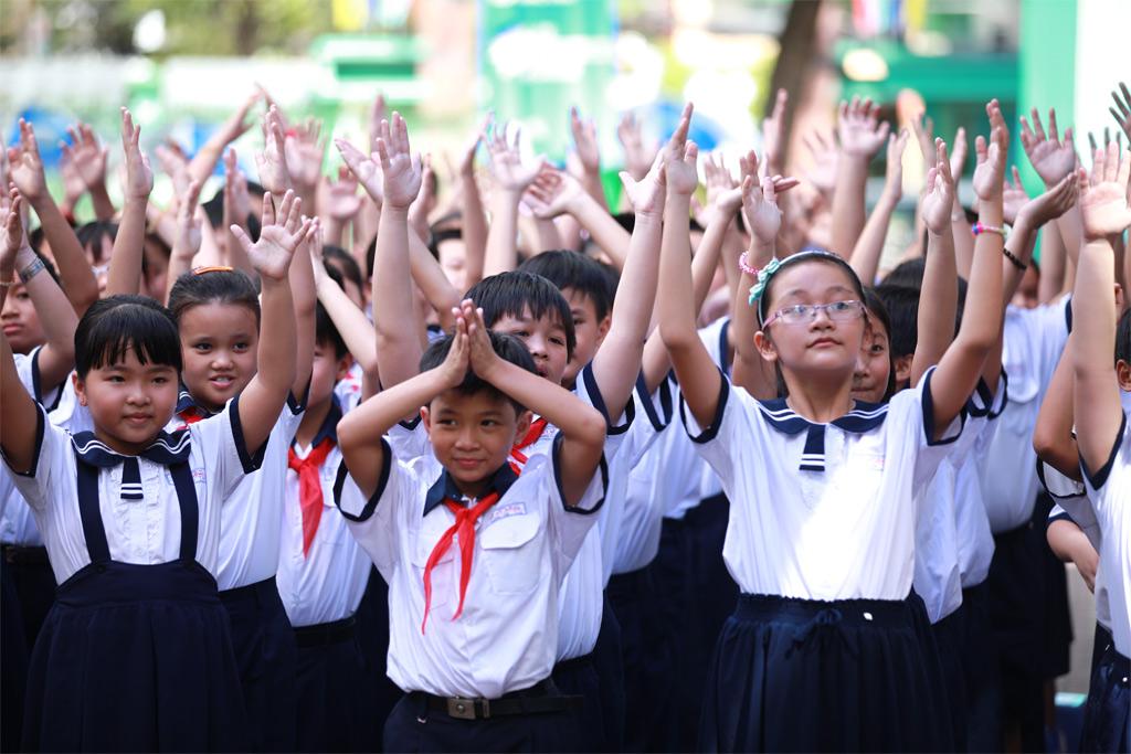 Chuyện buồn về một thế hệ người Việt nhỏ bé và yếu ớt