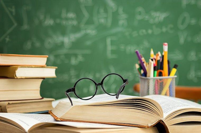Thời của nghịch lý: Giàu là nhà giáo và nghèo vẫn là nhà giáo