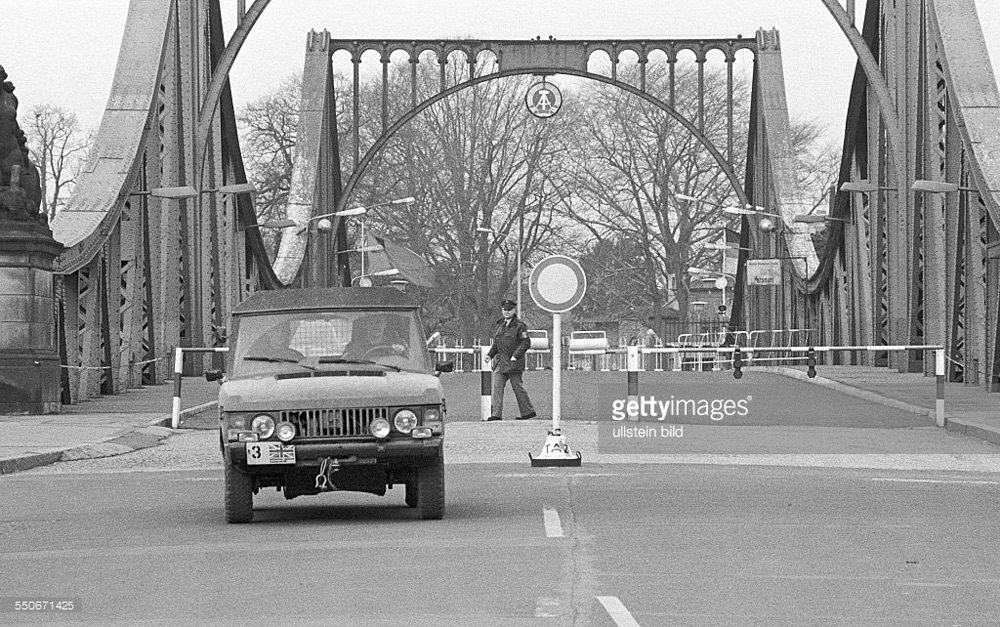 Lịch sử tình báo viết trên cây cầu nổi tiếng nhất thời Chiến tranh Lạnh