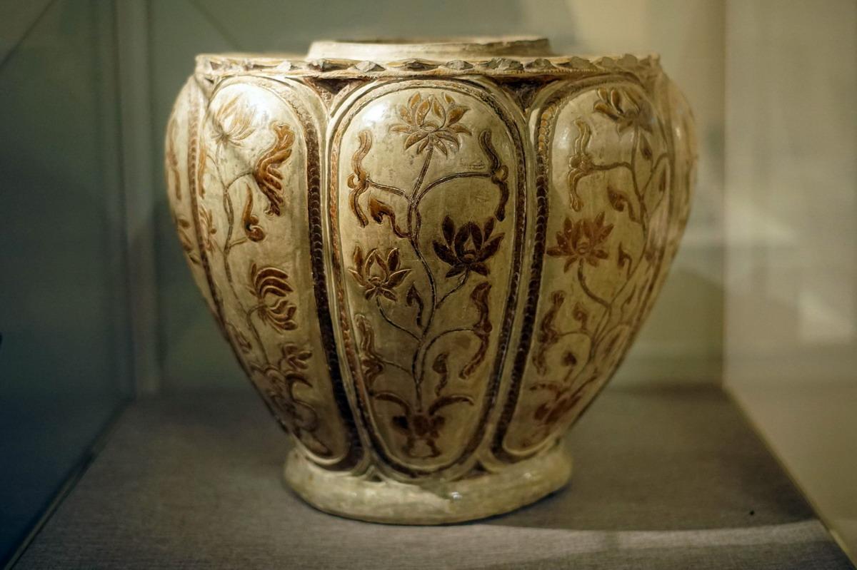 Chùm ảnh: Thống gốm hóa nâu – bảo vật vô giá của thời Trần
