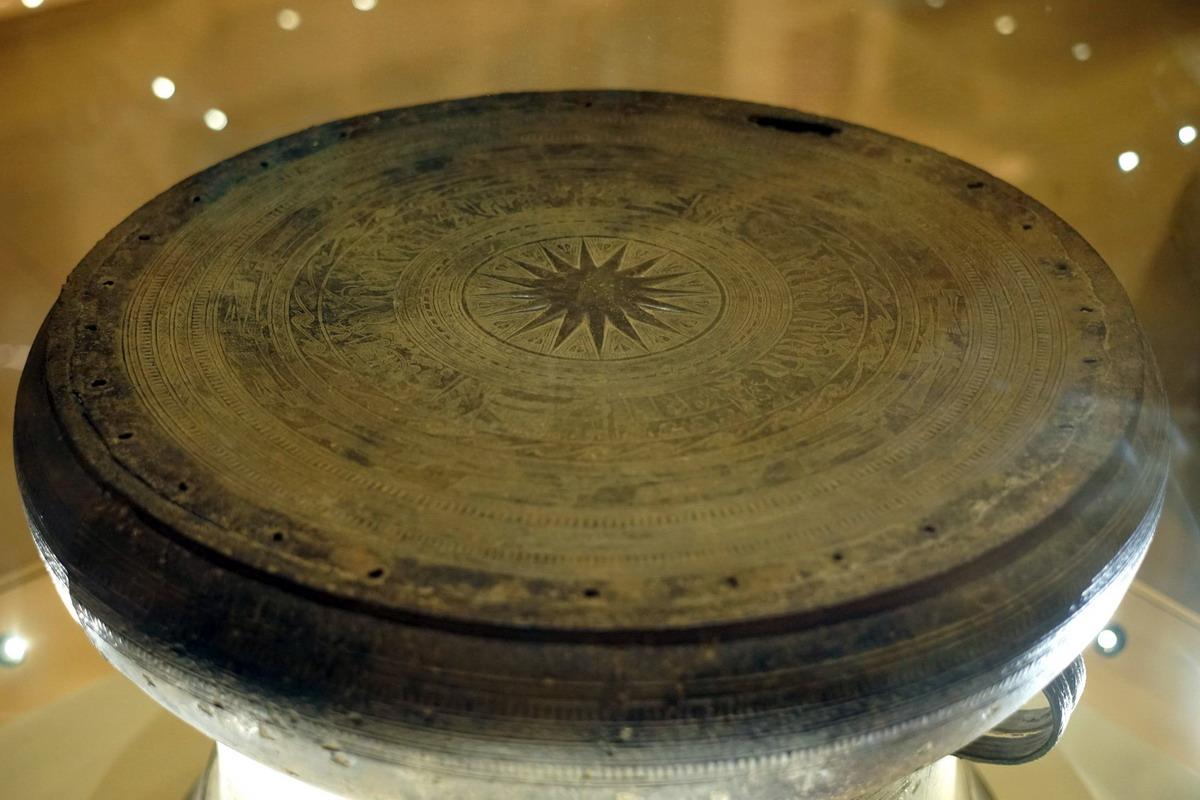 Ai là người đầu tiên viết về thời Hùng vương trong sử nước ta?