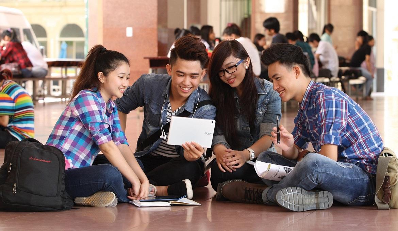 Giới trẻ Việt: Hãy tranh thủ lắng nghe người già trước khi quá muộn