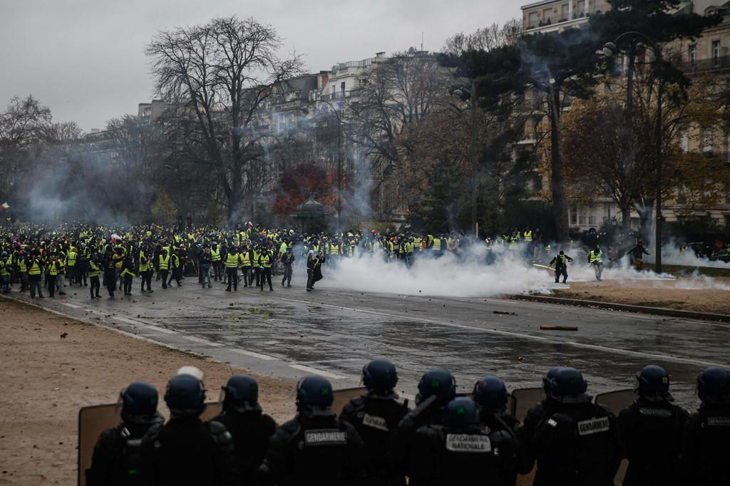Bạo loạn ở Paris phơi bày 'một nước Pháp khác' của người nghèo
