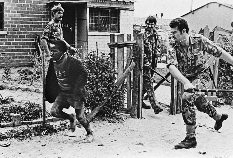 Sự tàn bạo của chế độ Apartheid ở Nam Phi