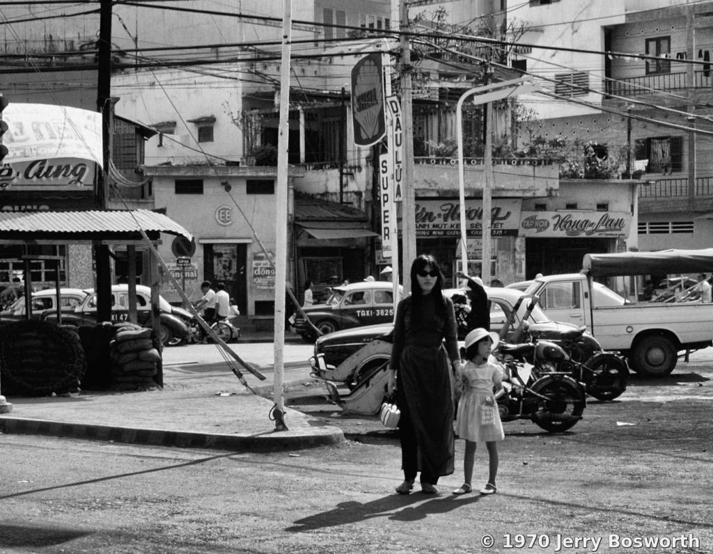 Những bức ảnh đen trắng ấn tượng về đường phố Sài Gòn 1970
