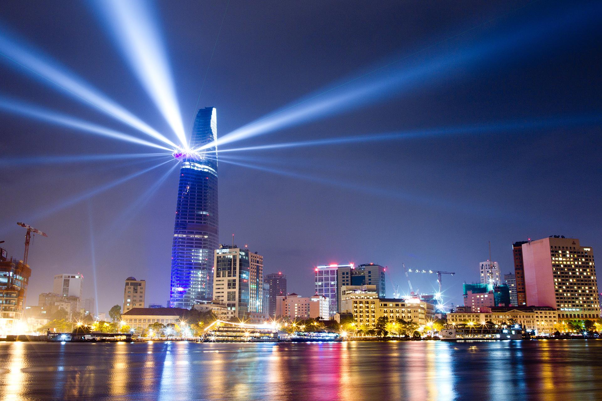 Tiết kiệm điện năng tại các tòa nhà cao tầng – vấn đề cấp bách