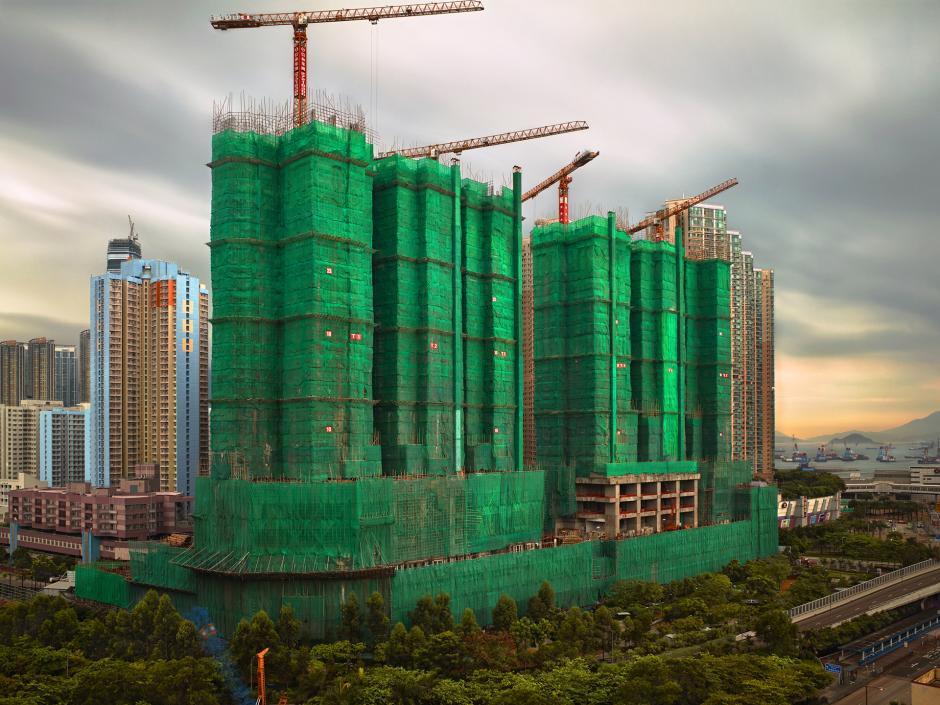 [Ảnh] Ấn tượng với cách người Hồng Kông xây dựng những tòa nhà chọc trời chỉ với già n giáo bằng tre - Ảnh 1.
