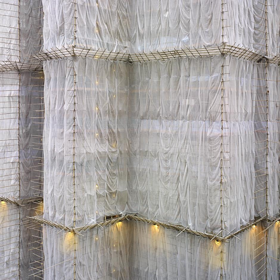 [Ảnh] Ấn tượng với cách người Hồng Kông xây dựng những tòa nhà chọc trời chỉ với giàn giáo bằng tre - Ảnh 10.
