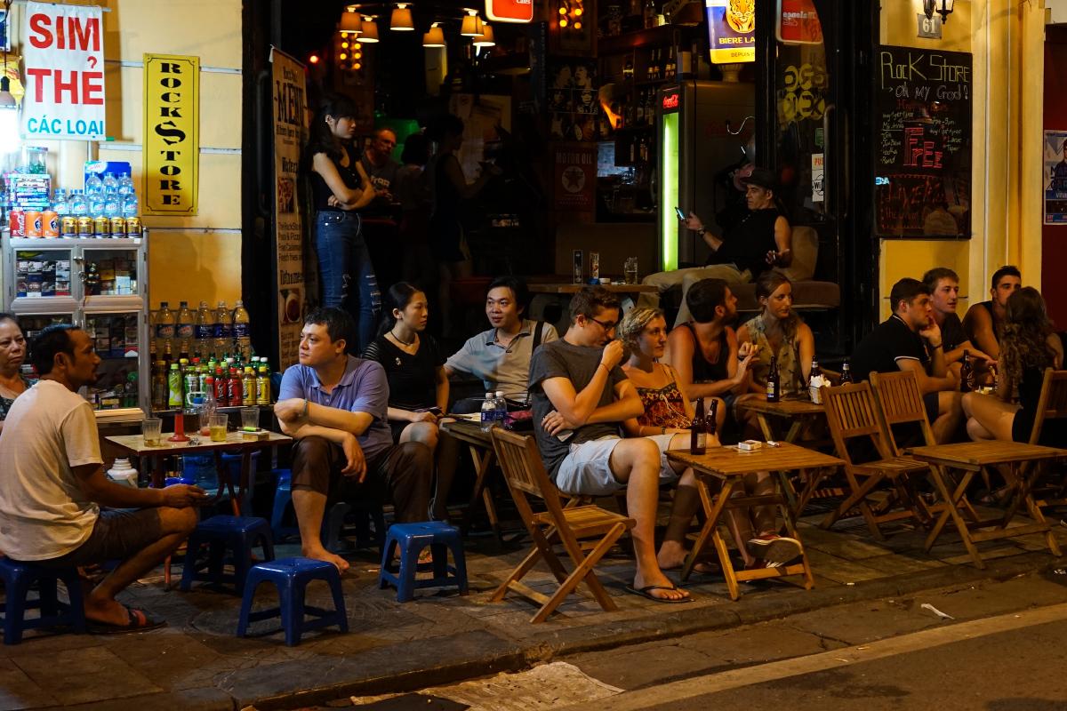 Sự thảm hại của não trạng 'sợ Tây' trong nhiều người Việt