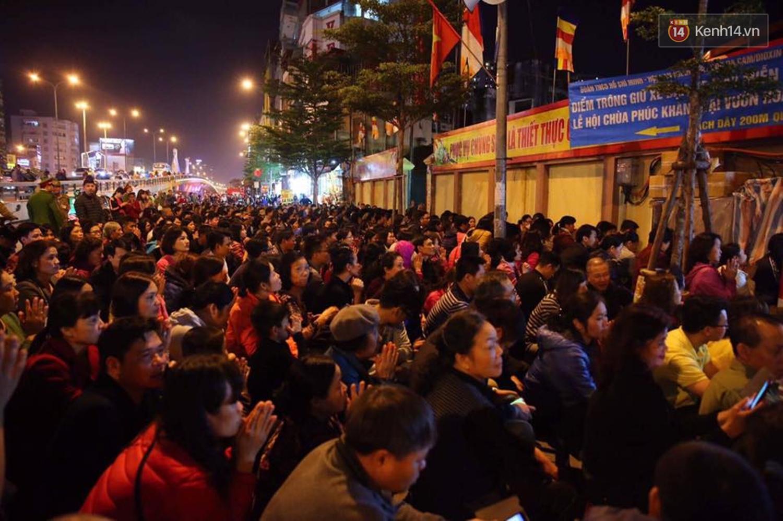 Vấn nạn mê tín trong chùa chiền đang hủy hoại hình ảnh của đạo Phật