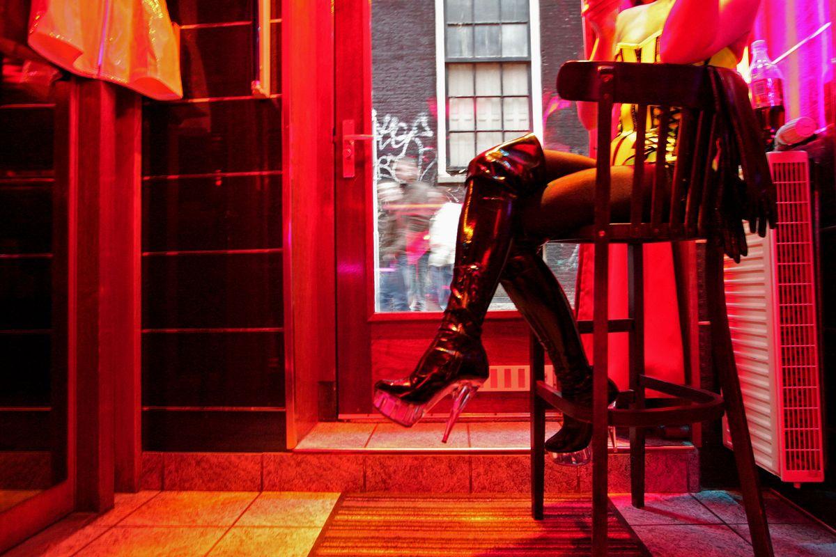 Sự thật đau đớn về 'mại dâm hợp pháp': Cái nhìn từ nước Đức