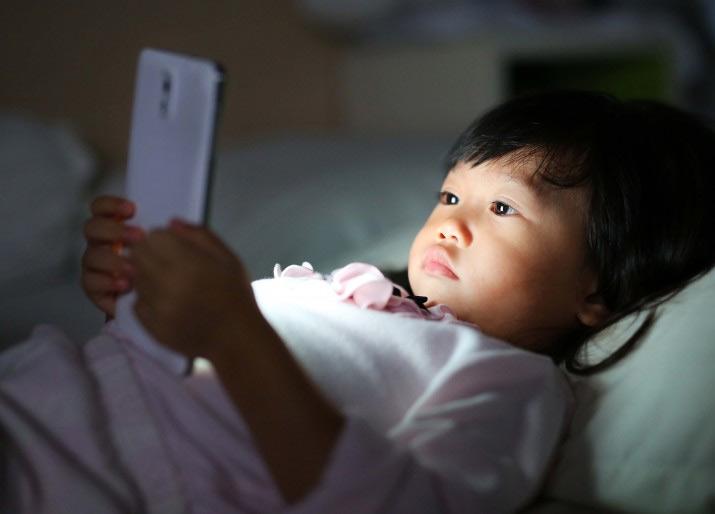Thế giới ảo đang khiến trẻ em đánh mất tuổi thơ?
