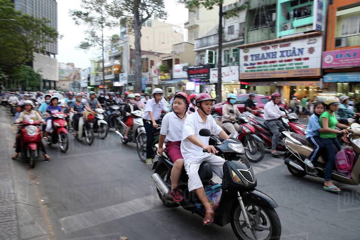 Nhận diện những hiện tượng phản văn hóa trong xã hội Việt Nam