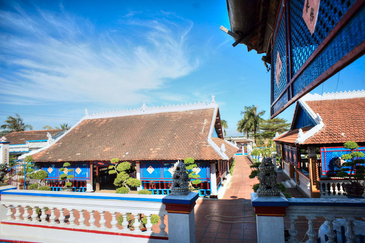 Chùm ảnh: Nhà lớn Long Sơn – công trình kiến trúc kỳ lạ của đạo Ông Trần