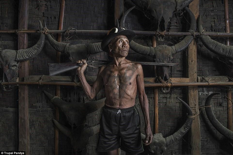 Chùm ảnh: Những chiến binh cuối cùng của bộ tộc săn đầu người Konyak Naga