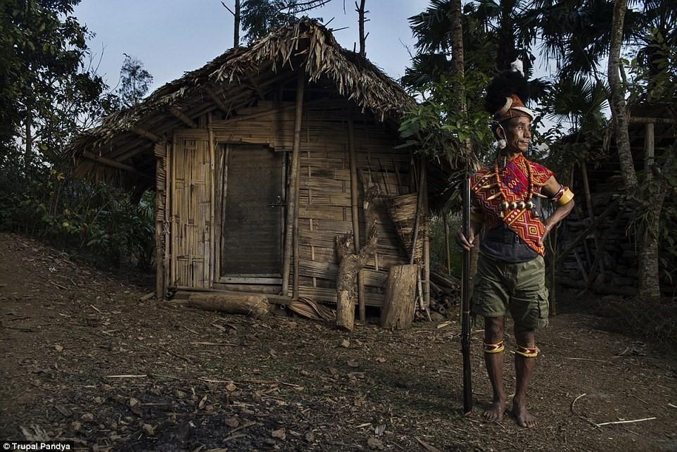 Những chiến binh cuối cùng của bộ tộc săn đầu người