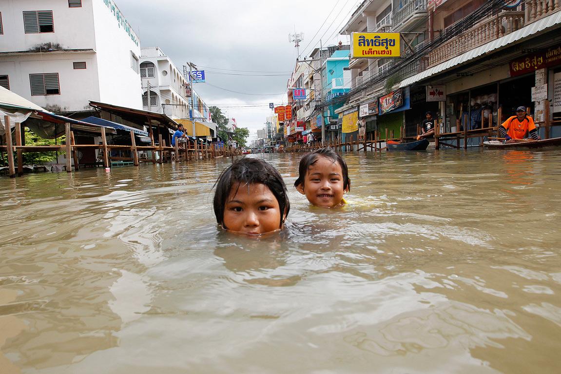 Biến đổi khí hậu và vấn đề quyền con người