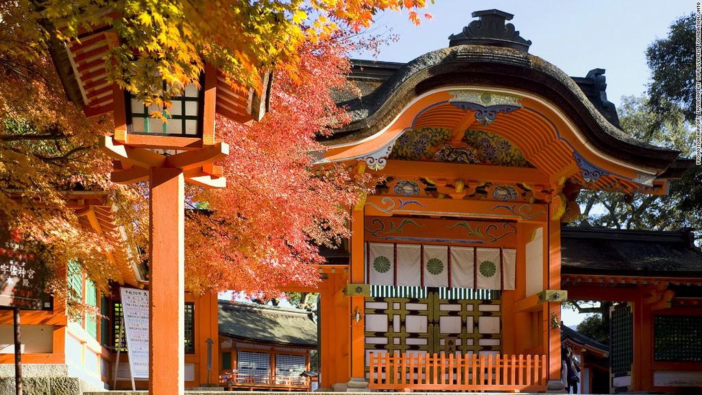 Đền Usa (Oita): Được xây dựng vào thế kỷ 8, đền Usa là công trình quan trong nhất dành để thờ phụng Hachiman, thần cung tên và chiến tranh. Sau khi rút quẻ, du khách có thể thưởng thức món đặc sản Negiyaki (bánh kếp hành).