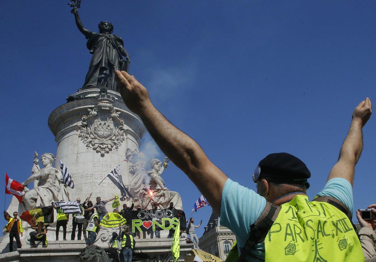 Chùm ảnh: Biểu tình ở Pháp – khi số phận con người không bằng những viên đá nhà thờ