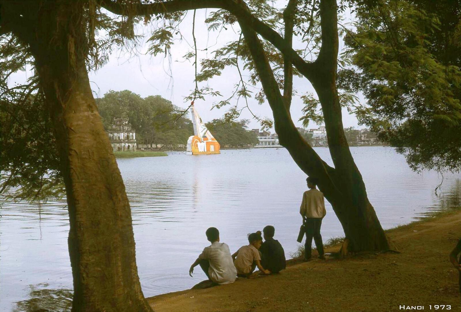 Những khoảnh khắc khó quên về bờ hồ Hoàn Kiếm năm 1973