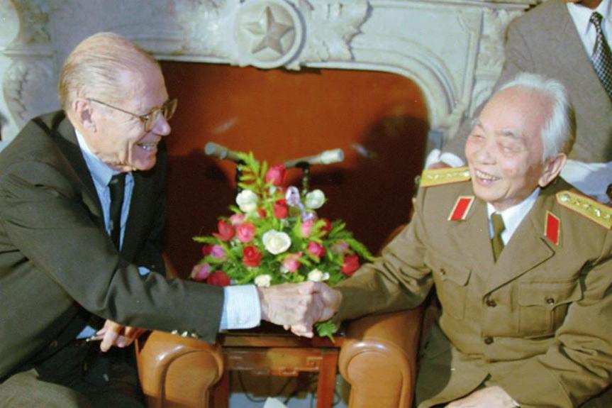 Hai cuộc gặp lịch sử giữa Đại tướng Võ Nguyên Giáp và cựu thù McNamara
