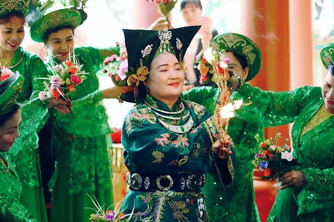 Nghệ thuật dân gian trong tín ngưỡng thờ Mẫu của người Việt