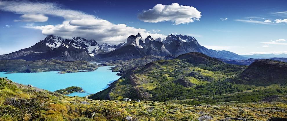 Nằm ở Patagonia, Chile, Torres del Paine được coi là vườn quốc gia đẹp nhất của Nam Mỹ với đỉnh núi đá granit, hồ nước trong xanh, khu rừng ngọc bích và sông băng rực rỡ tạo nên cảnh quan ngoạn mục.