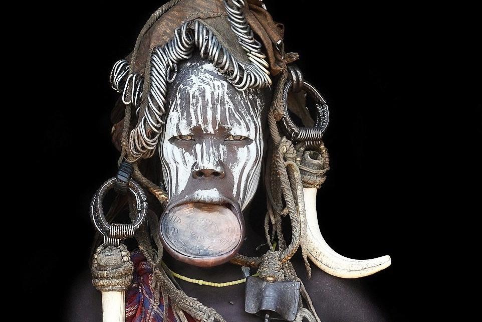 Những bức chân dung tuyệt vời về các bộ tộc xa lánh văn minh