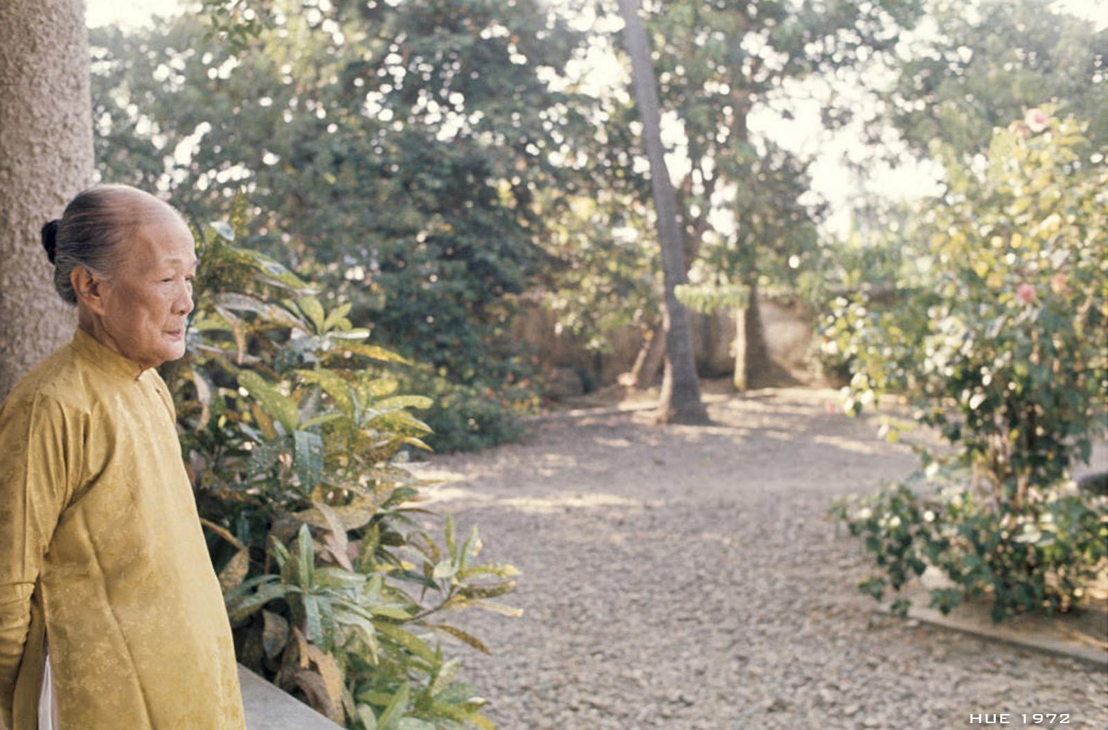 Hình ảnh hiếm có về mẹ vua Bảo Đại ở Huế năm 1972