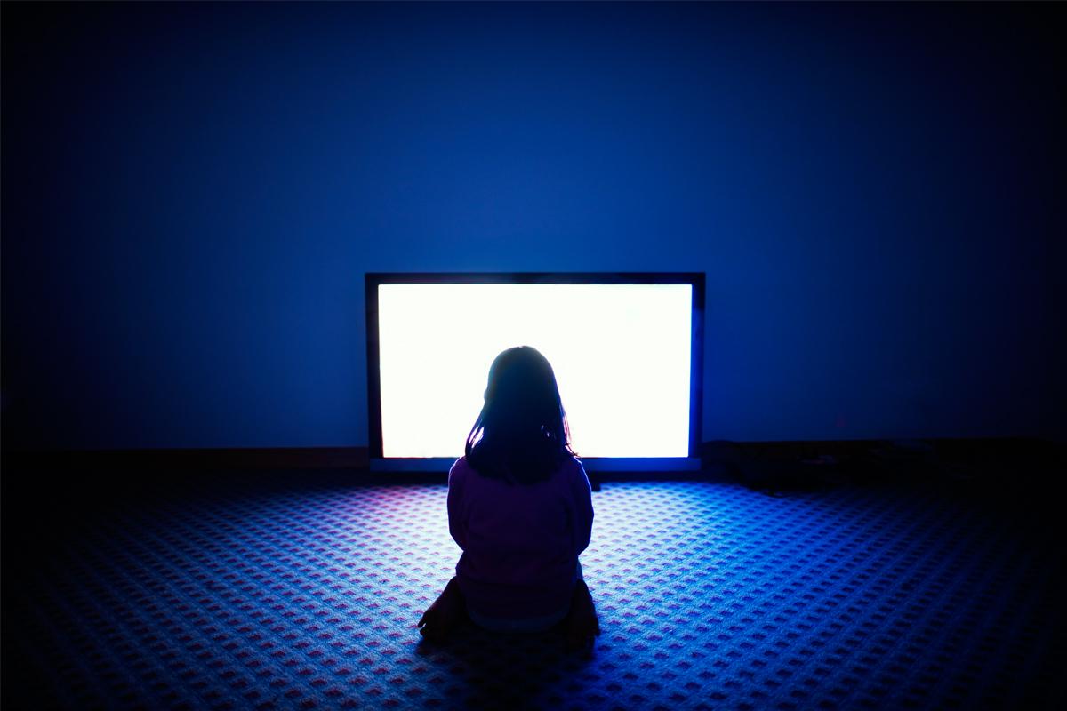 Màn hình quảng cáo đang đầu độc tâm hồn trẻ thơ ra sao?