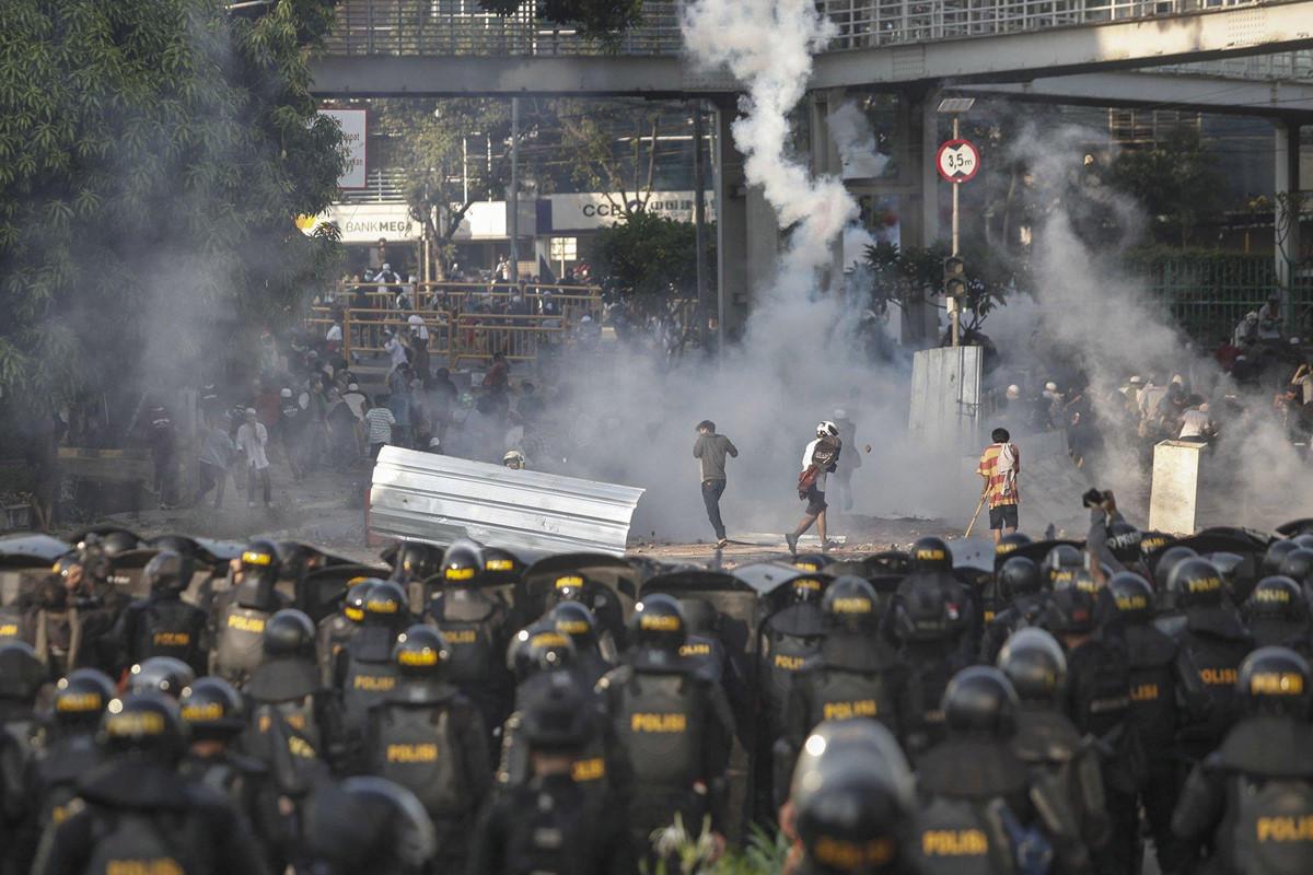 Chùm ảnh: Jakarta tan hoang do bạo loạn sau bầu cử Tổng thống