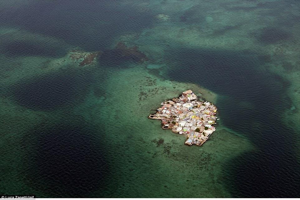 Hòn đảo thuộc vùng Caribbe này cách Cartagena (Colombia) 2 tiếng đi tàu và có mật độ dân số trên 10.000 người/km2, cao gấp 4 lần Manhattan (khu trung tâm tài chính của New York, Mỹ).