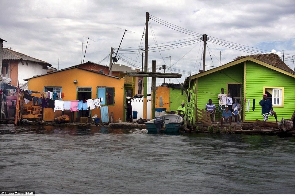 Được ngư dân phát hiện cách đây 150 năm, Santa Cruz del Islote được nhiều người yêu thích vì hoàn toàn không có một con muỗi nào.