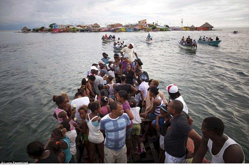 Do hòn đảo thiếu các tiện nghi cơ bả, phần lớn người địa phương sang các đảo Caribbe gần đó làm việc.